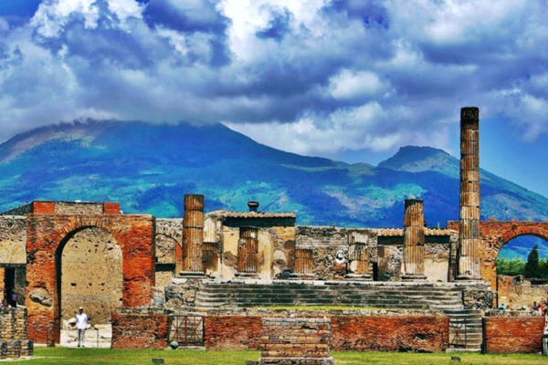 Pompeii and Amalfi Coast: Day Tour from Naples