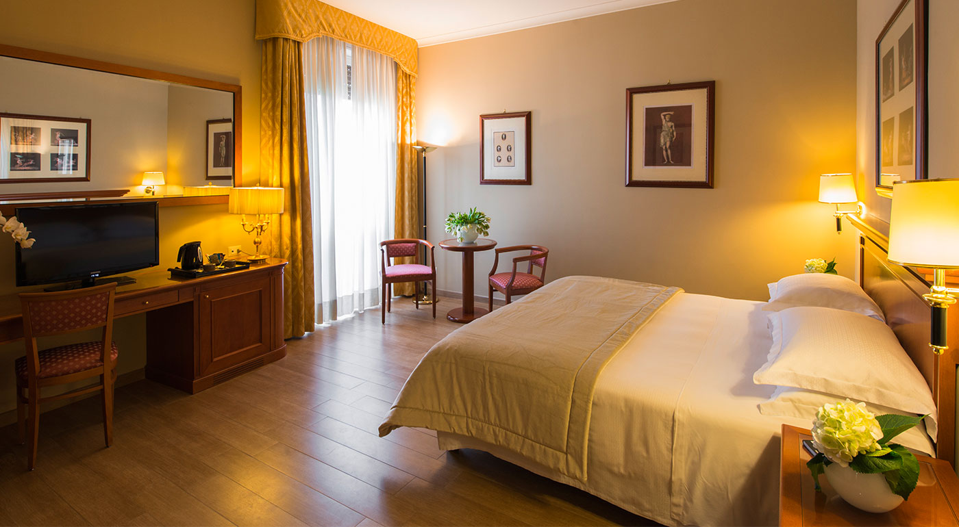 Hotel de charme rome suite junior starhotels for Bologna hotel de charme